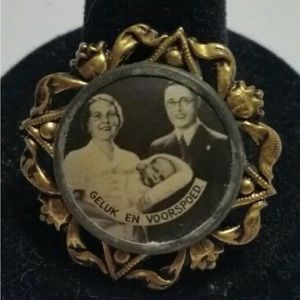 Very antique photo brooch